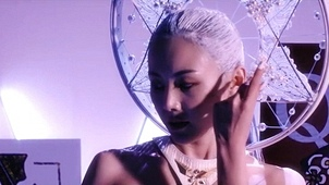 Queen (feat. 가인) 뮤직비디오 대표이미지